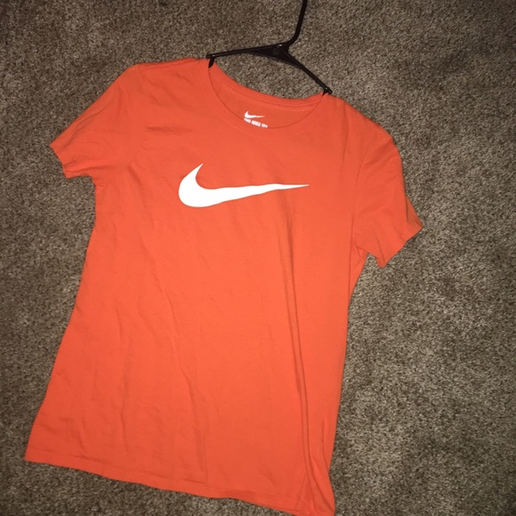 tee shirt orange nike